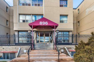 Magnificent Studio at Leaside -10 Mins to Downtown