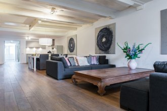 Captain Canalhouse Luxury Apartments