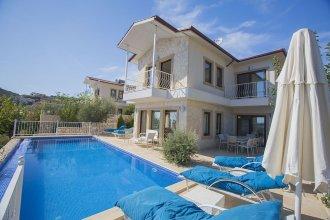 Villa Selin by Akdenizvillam