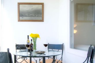 Apartment With one Bedroom in Caniço, With Wonderful sea View, Enclosed Garden and Wifi
