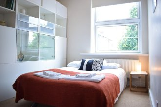 2 Bedroom Flat Near Tower Hill