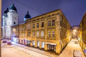 Apartments on Square Rynok on Theatralna Street NEW