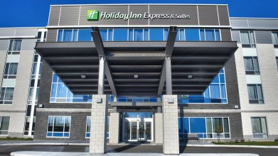 Holiday Inn Express & Suites Vaudreuil