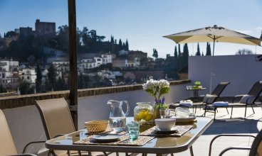 Fabulous Penthouse Prime Location. 3 Bd & Private Terrace & Views to Alhambra. Ático Plaza Nueva