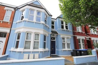 Spacious 3 Bedroom Home In North London