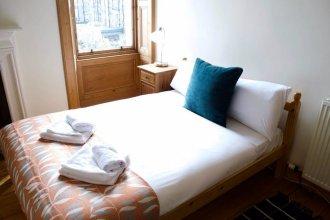 2 Bedroom Flat Near The Kings Theatre
