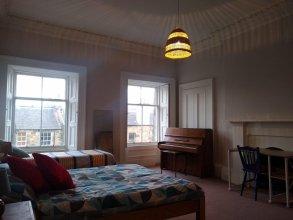 Lauriston Skylight Roomz