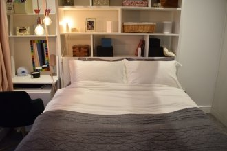 Contemporary 1 Bedroom Flat With Balcony in Hackney