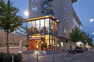Hotel du Theatre by Fassbind