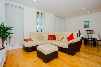 Beautiful 3 Bed Penthouse with Gym