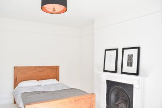 Spacious 3 Bedroom Hove Apartment