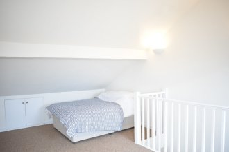 Sunny & Spacious 2 Bed Flat in North West London