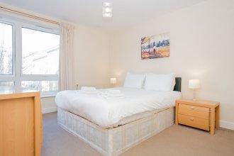 1 Bedroom Flat with Balcony Accommodates 4