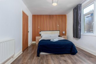 Bazely Street Deluxe Room 1