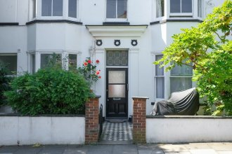 2 Bedroom Central Brighton Apartment