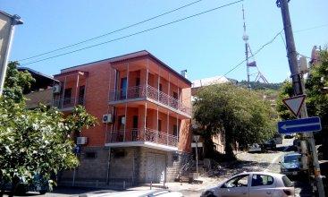 G&G House