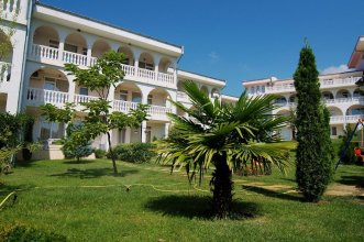 Lazur Holiday Apartments
