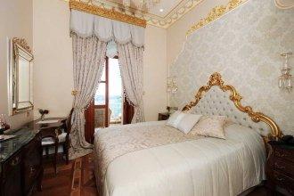 Maroon Bosphorus Suite