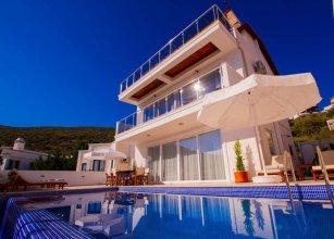 Villa Neo by Akdenizvillam