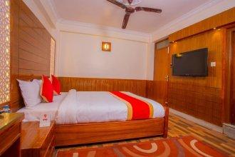 OYO 304 Hotel Manmana