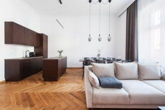 Fantastic Well-decorated 3 Bedrooms Cracovian Home Located in the Old Town