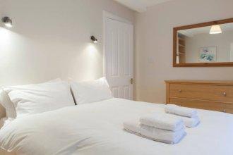 2 Bedroom Flat In West End