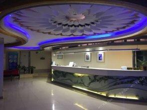 Motel 168 (Shanghai Hongqiao Hub, Qixin Road Metro Station)