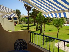 House With one Bedroom in Alvor, With Shared Pool, Furnished Terrace and Wifi - 2 km From the Beach