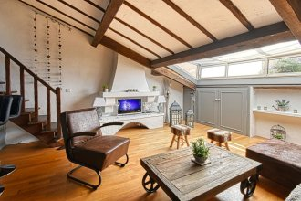 Cozy and Rustic Duplex - 1 min Walk From Palais!