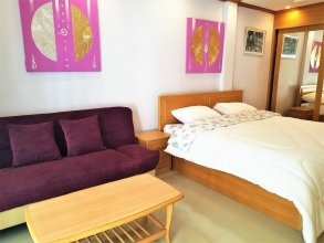 Spacious 3rd Floor Studio at Baan Suan Lalana