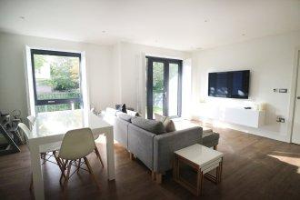Modern 2 Bedroom Apartment in Putney
