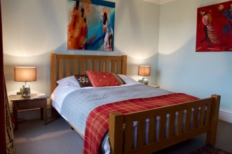 2 Bedroom West End Flat Sleeps 4