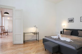 Wenceslas Apartment for 10 with AC