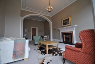 2 Bedroom Apartment Near Stockbridge