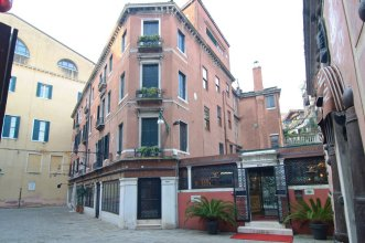 Fenice Apartments in Venice - San Luca