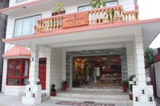 Three Jewels Boutique Hotel