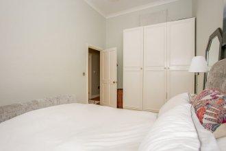 2 Bedroom Flat Near Shepherd's Bush Sleeps 4