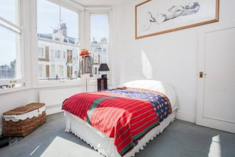 Beautiful and Light Chelsea 1 Bed Apartment