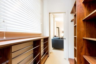 Ultra-Luxurious 4br Home in Bayswater with Gym, Parking And Private Te