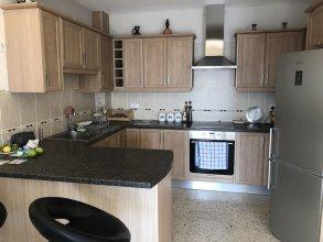 Inviting 2-bed Apartment in Pissouri- Ti Thea