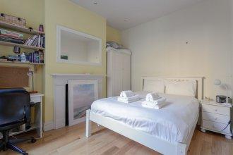 Central 1 Bedroom Flat