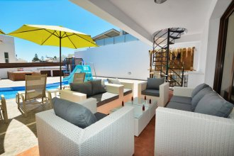 Seafront Protaras Villa 10-5 bedroom villa&pool