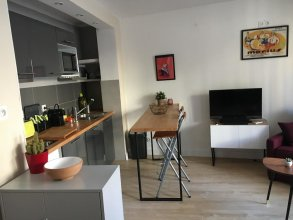 Studio in Marseille, With Furnished Balcony and Wifi - 2 km From the B