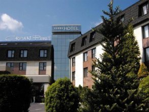 Отель Crown Piast