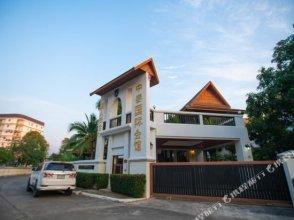 Pattaya Downtown 5 Bedrooms Pool Villa