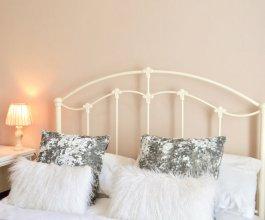 Traditional 2 Bedroom Edinburgh Apartment