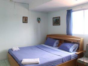 Rung Tawan Hostel