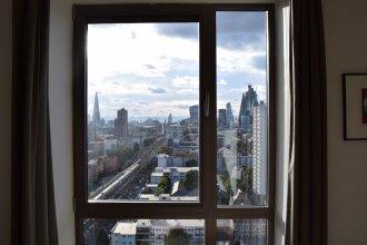 City Views 1 Bedroom Apartment in Shadwell