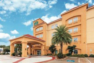 La Quinta Inn & Suites by Wyndham Houston Bush Intl Airpt E