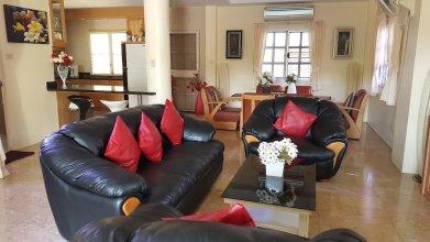 4 Bedroom Villa Private Pool Central Pattaya 15 min Away